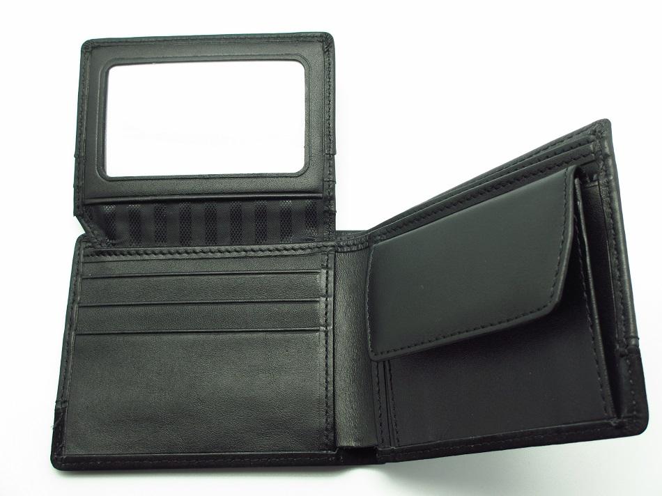 Kreditkartenschlitze, Ausweishülle und Münzfach mit Druckknopf