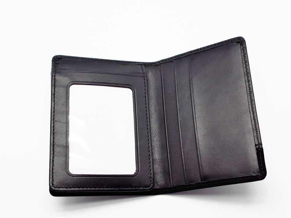 Ausweishülle und Kreditkartenschlitze